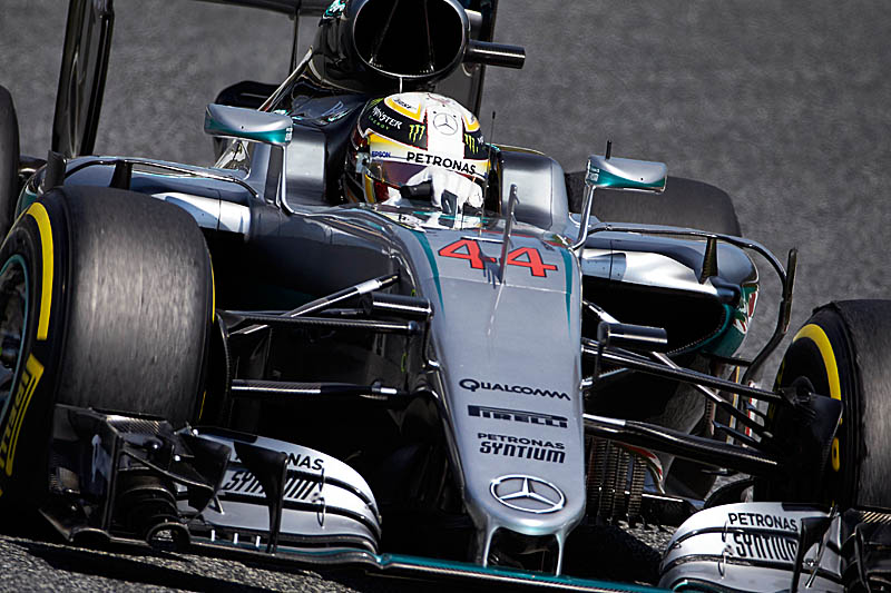 Rosberg takes pole in Baku as Hamilton crashes out