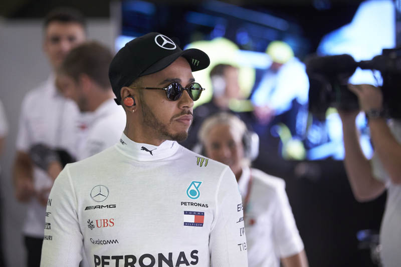 Mercedes loses ground in F1 title race