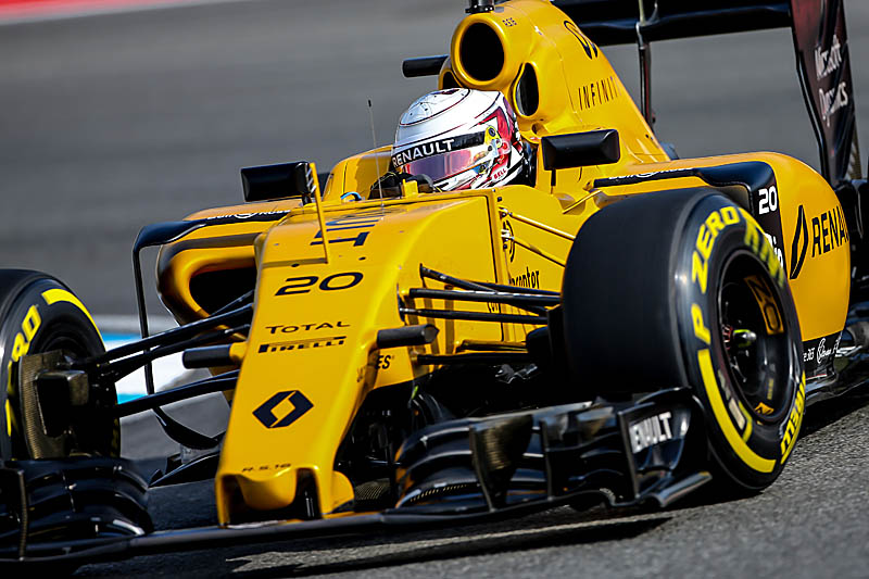Belgian GP halted after Magnussen crash