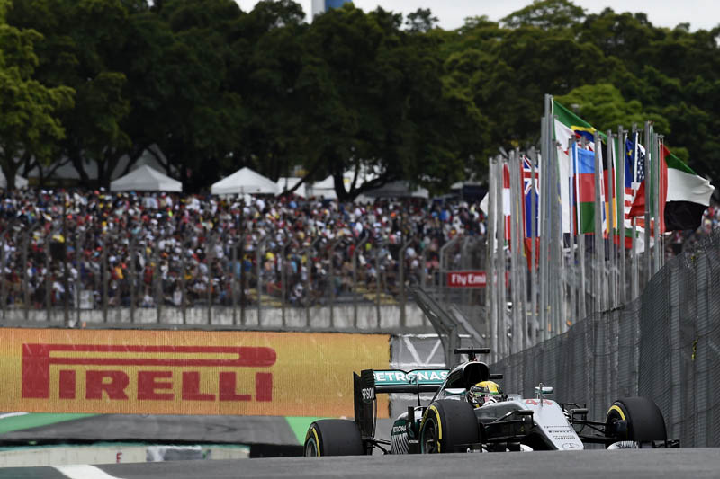 Financial crisis puts Brazilian GP at risk in 2017