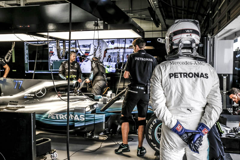 Mercedes' Hamilton secures pole position for Japanese GP