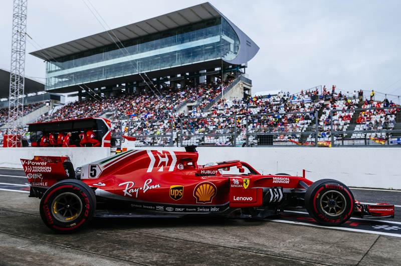 Hamilton roars to Japan pole, horror show for Vettel