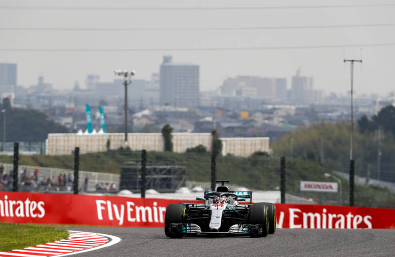 Hamilton romps to Japan win to close on world title